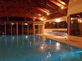 Costa Brava Apart Hotel, San Carlos de Bariloche (Isla Victoria yakınında)