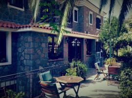 Hotel Adonis, Mithimna
