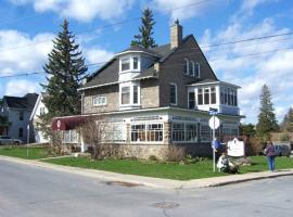 The Colonel's Inn, Prescott (Iroquois yakınında)