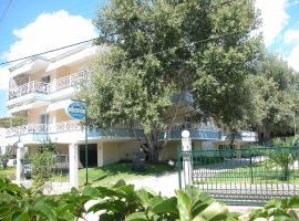 Hotel Nestor, Торони
