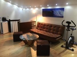 Studio cosy au centre de Couvet, Couvet (Travers yakınında)