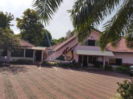 Royal Basin Resort, Kantinkronu (рядом с городом Ochirikrom)