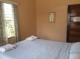 Tropicool Hotel, San Ignacio (Santa Familia yakınında)