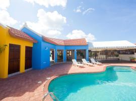 Yellow Cunucu Villa With Pool