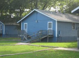 Virginia Landing Camping Resort Cabin 1, Quinby