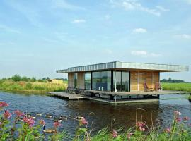 Holiday home Watervilla De Roerdomp, Goëngahuizen