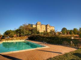 Torre Belvedere, Gualdo Cattaneo (Montecchio yakınında)