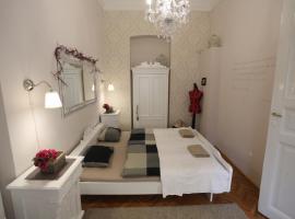 d.FIVE Vintage Apartment at Basilica