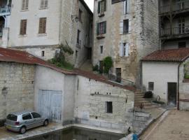 Faubourg St Jean, Aubeterre-sur-Dronne (рядом с городом Laprade)