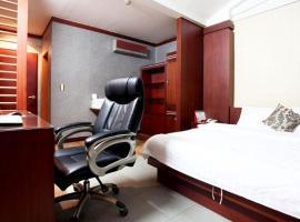 Luxury Hotel, Osan
