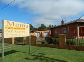 Monia Holiday House