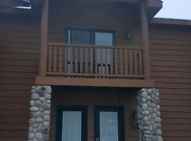 2BR Rustic Villa, Utica