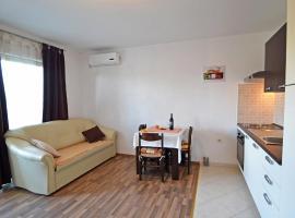 Apartment Pešut.4, Обровац (рядом с городом Anić)