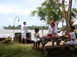 Sambolo Beachfront Gate-H, Sukarame (рядом с городом Sukanegara)