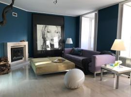 Kate's Glamorous Design Apartment