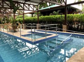 HOTEL VILLA TINA ECO-LODGE, Quesada (San Vicente yakınında)