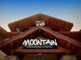 Moontain Hostel, Оз