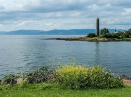 Immaculate Largs Centre Apartment, Largs