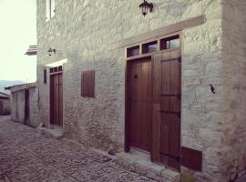 Corner Cottage, Lania (Dhoros yakınında)