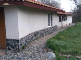 Holiday Home Snezhanka, Debeli Lag (Kopanitsa yakınında)