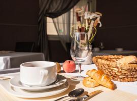 Hotel Restaurant La Croix Verte, Neau (рядом с городом Montsûrs)