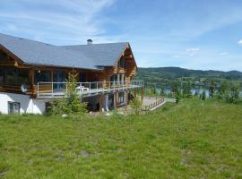 Little Black Bear Lodge/B&B, Bridge Lake (Canim Lake yakınında)