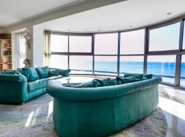 Panoramic sea-view suite