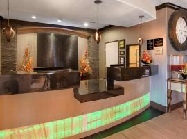 Best Western Plus Emerald Inn & Suites, Garden City