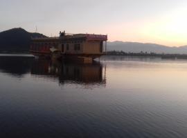 Houseboat Omars Ruby Yacht, Сринагар