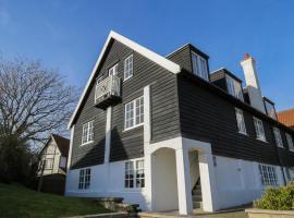 Ogilvie Lodge Apartment