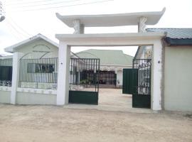 Godville Guesthouse, Аккра (рядом с городом Apenkwa)