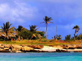 Seascape Beachhouse Surferspoint Barbados, Christ Church (Inch Marlowe yakınında)
