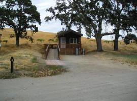 San Benito Camping Resort One-Bedroom Cabin 9, Paicines (in de buurt van Soledad)