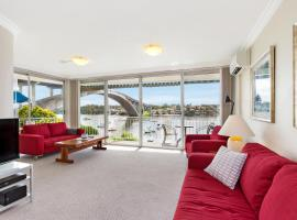 Drummoyne Self-Contained Modern Three-Bedroom Apartment (3DRU), Sidney (Abbotsford yakınında)