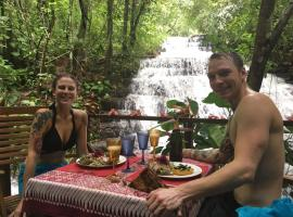 Waterfall Villas, Dominical