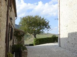 Castello Fatato Allegria, Petrella Guidi (Monte Benedetto yakınında)