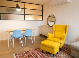De Shalit Square apartment., Герцлия (рядом с городом Шфаим)