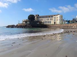 Fort D'auvergne Hotel