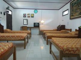 Guest House Pekalongan 51, Пекалонган (рядом с городом Petarukan)