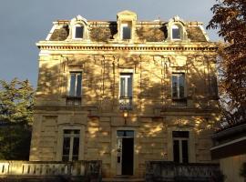Logis Hôtel Résidence Les Cèdres, Вильнёв-ле-Авиньон (рядом с городом Лез-Англь)