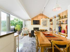 Boutique Stays - Hidden Sanctuary, Luxurious Sandringham Home, Sandringham