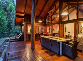 Wanggulay Too Treetops Luxury Cairns City, Cairns (Redlynch yakınında)