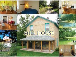 6-Bedroom Mill House Cottage by the Falls, Port Albert (Wingham yakınında)