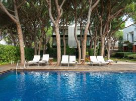 Enjoy breakfast at accessible hotels in Platja dAro!