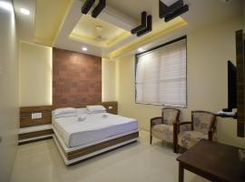 Hotel Radhe Krishna, Solapur (рядом с городом Kāramba)