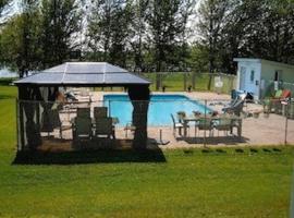 Doran Bay Resort, Iroquois