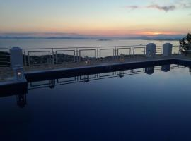 Infinity Blue Suites, Анависсос