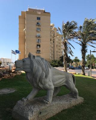 Nice Apartment Netanya Facing the Sea