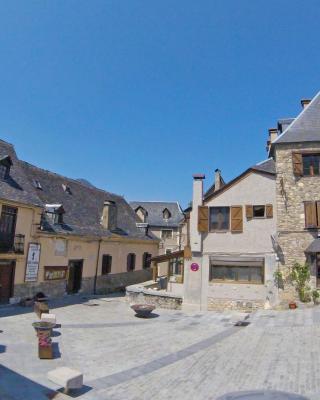 Apartamentos Yoy Mont Romies