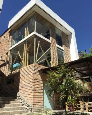 Acogedor, moderno y ecológico Loft de bambú y ladrillo